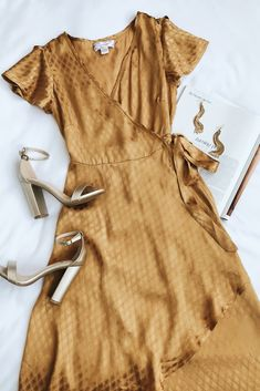 Feel like a Boho queen in the Band of Gypsies Quinn Golden Yellow High-Low Wrap Dress! Satiny embossed fabric shapes this short sleeve high-low wrap dress. Mode Chic, Mode Style, Style Me, Summer Outfits, Cute Outfits, Dress Outfits, Wrap Dress Outfit, Casual Outfits, Mode Shoes