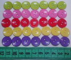 ENCONTRA AQUI: www.elo7.com.br/ohcilla  Botões de resina tamanho 15mm (1,5cm) <br>Valor referente ao Pacote com 30 unidades de cores diversas