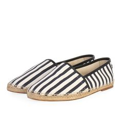 These gorgeous Dolce & Gabbana espadrilles are a must-have for the fashionista who loves to turn heads, providing great comfort for daily wear. Black And White Heels, Navy And White, Daily Wear, Dust Bag, Espadrilles, How To Wear, Size 10, Bags, Accessories