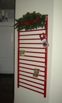 Cassandra Design: Christmas Card Hanger from repurposed baby crib rails. Wonder if my husband could do this for me. Just a little spray paint after all Old Baby Cribs, Baby Crib Diy, Old Cribs, Baby Beds, Christmas Projects, Holiday Crafts, Holiday Decor, Holiday Ideas, Christmas Card Hanger