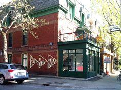l'atelier d'architecture Intégral Jean Beaudoin où l'on peut jouer à la marelle géante dans la rue. L'atelier, touche aussi bien au design urbain, à l'architecture, à la scénographie et à la signalétique. C'est notamment ces 2 dernières disciplines qui m'ont interpellés 901, Marie-Anne Est, Montréal H2J 2B2| www.ijb.ca