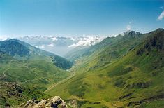 Col du Tourmalet (2,115 m / 6,939 ft) is the highest road in the central Pyrenees in the department of Hautes-Pyrénées in France. Sainte-Marie-de-Campan is at the foot on the eastern side and the ski station La Mongie two-thirds of the way up. Luz-Saint-Sauveur is at the bottom of the western side. And I am going to cycle up it