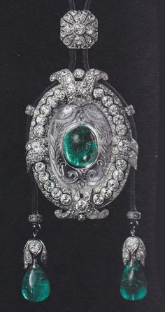 An Art Deco pendant, by Cartier Paris, circa 1921. Decorated with black enamel, set with old- and rose-cut diamonds, cabochon emeralds, rock crystal and onyx, mounted in platinum. Image source: Cartier - Le Style et L'Histoire #Cartier #ArtDeco #pendant