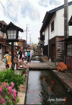 Hida-Takayama (Gifu -Japón),Ubicada entre montañas conocidos como los Alpes japoneses, Takayama fue considerada la fuente oficial de la madera