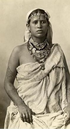 Moroccan woman, 1890 | Her specific group can be identified by the interesting o-link chain she's wearing around her neck.