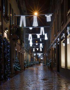 Yesterday, today, tomorrow, una instalación de Fabio Novembre para el Festival of Lights, Francia.