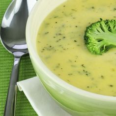 This page contains cream of broccoli soup recipes. Cream of broccoli is a quick and delicious soup that you can make and serve any time. Broccoli Potato Cheese Soup, Broccoli Soup Recipes, Beer Cheese Soups, Cream Of Broccoli Soup, Broccoli Lemon, Chicken Broccoli, Soup For Babies, Sopas Low Carb, Healthy Soup