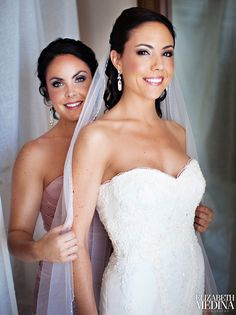 bride and maid of honor must take a pic like this!!!