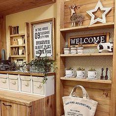 Diy Interior, Room Interior, Cafeteria Vintage, Vintage Kitchen Decor, Deco Furniture, Modern Spaces, Kitchen Living, Ladder Decor, Easy Diy