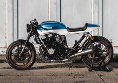 Go look at a couple of my favourite builds - tailor made scrambler builds like this Cb750 Cafe Racer, Cafe Racer Bikes, Cafe Racer Build, Scrambler, Honda Cx500, Honda Cb, Cb 450, Brat Bike, Moto Cafe
