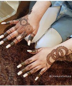 Simple Mehndi Designs Fingers, Pretty Henna Designs, Rose Mehndi Designs, Latest Henna Designs, Henna Tattoo Designs Simple, Finger Henna Designs, Henna Art Designs, Modern Mehndi Designs, Mehndi Design Photos