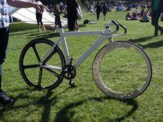 Hubless, spokeless bike wheel
