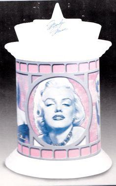 Marilyn Monroe Cookie Jar - Cool Stuff to Buy and Collect Marilyn Monroe Room, Marilyn Monroe Shirts, Some Like It Hot, Fun Cookies, New Hobbies, Cookie Jars, Anonymous, Space Saving, Snow Globes