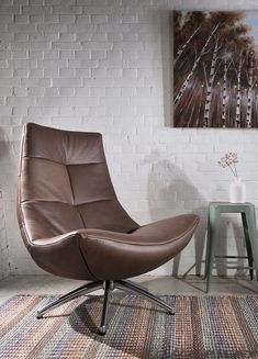 Draaifauteuil Reflex in leer of stof - Woonwinkel Alle Pilat Lounge Sofa, Sofa Chair, Sofa Furniture, Furniture Design, Leather Club Chairs, Sofas, House Landscape, Wing Chair, Interior Photography