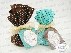 Produzimos em qualquer tema e para qualquer ocasião!   Trouxinha completa: chocolate + tecido + fita + tag - R$ 3,80 a unidade  Quantidade Mínima - 20 unidades  Peça o seu: atendimento@mundodacriacao.com.br R$ 3,80