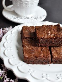 Ein klassischer, einfacher Brownie in 20 Minuten fertig zubereitet.