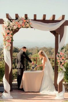 Pergolados na decoração de casamento