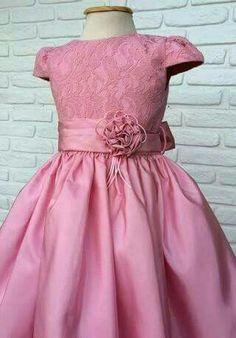 Best 12 Vestido Infantil Floral Branco e Pink 3 – SkillOfKing. Little Dresses, Little Girl Dresses, Girls Dresses, Flower Girl Dresses, Fashion Kids, Girl Fashion, Dress Anak, Kids Gown, Baby Frocks Designs