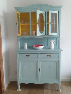 meuble vaisselier peint couleurs bleu jaune Furniture Styles, Furniture Decor, Painted Furniture, Kitsch, Restoring Old Furniture, Colorful Dresser, Cozy Kitchen, Upcycled Furniture, Kitchen Furniture