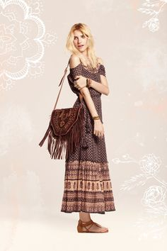 Earthy bohemian off the shoulder maxi. Gorgeous etched  fringed leather cross body. Bendito Pie.