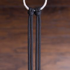 - Instructions to make paracord dog accessories (leashes, collars …), horse accessories (reins, ropes and more) and other great things. Paracord Braids, Paracord Bracelets, Paracord Tutorial, Bracelet Tutorial, Diy Bracelets Easy, Bracelet Crafts, Bracelet Designs, Bracelet Patterns, Paracord Dog Leash