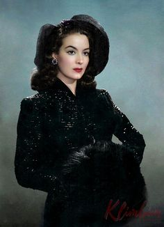 Maria Felix, one of the most beautiful Mexican actress. Vintage Hollywood, Hollywood Glamour, Classic Hollywood, Divas, Vintage Glamour, Vintage Beauty, Jean Gabin, Mexican Actress, Mexican Fashion