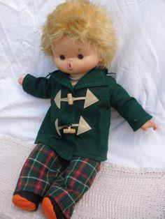 Antigua muñeca de Famosa años 60 cuerpo trapo blando y resto de goma de colección.