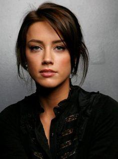 Amber Heard-Love her dark hair Beautiful Celebrities, Beautiful Women, Gorgeous Girl, Megan Boone, Dark Brows, Long Eyebrows, Trendy Hairstyles, Dark Hair, Pretty Face