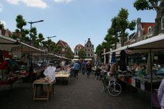 MARKT: De Botermarkt is een gezellig pleintje met verschillende terrasjes en op verschillende dagen markt:  Maandag: 2e hands kleding. Zaterdag: bloemen, groenten, fruit, kaas en verschillende versproducten. Woensdag: themamarkt. Vrijdags: biologische boerenmarkt.