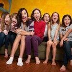 Voici quelques idées de petits jeux pour les filles et rien que pour les filles : NaNaNèreu !! Des jeux que vous pouvez utiliser lors d\\\'une soirée pyjama, d\\\'une fête d\\\'anniversaire ou d\\\'un autre évènement.Petits jeux pour les fillesConfiance aveugleMatériel : maquillage et bandeauAvez-vous confiance en vos amies ? Un ...