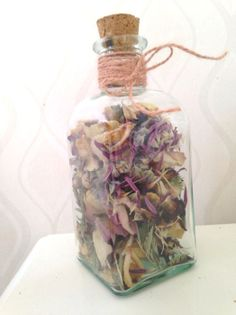 What to do with the bouquet after the wedding? We dried the flowers and collected some of the petals in a jar. Diy Wedding Bouquet, Diy Wedding Flowers, Bridal Flowers, Wedding Favors, Wedding Ideas, Post Wedding, Dream Wedding, Wedding Keepsakes, Wedding Memorial