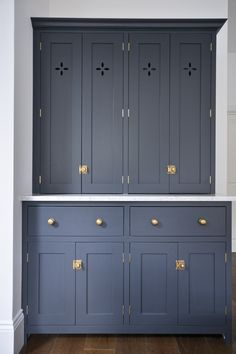 Our customers sent us this shot of their lovely countertop cabinets with 'petal' cut-outs, painted in Pantry Blue with Bella Brass knobs and catches