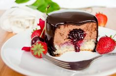These mini chocolate mousse cakes are real delicacies and they will feast your eyes and your taste buds. Chef Recipes, Cooking Recipes, Gourmet Cakes, Chocolate Mousse Cake, Chocolate Cakes, Taste Buds, Delicious Desserts, Food Photography, Cheesecake