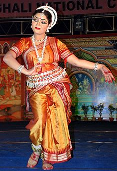 Odissi Dance Costume | Costumes in Odissi Dance closely resemble the traditional Bharatnatyam ...