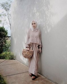 Ideas dress brokat modern sabrina Source by brokat Model Kebaya Brokat Modern, Kebaya Modern Hijab, Dress Brokat Modern, Kebaya Hijab, Kebaya Dress, Model Kebaya Modern Muslim, Dress Muslim Modern, Hijab Gown, Hijab Dress Party