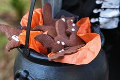 """Black cat & bat biscuits from Delicious Magazine (Aus) - Eat Your Books is an indexing website that helps you find & organize your recipes. Click the """"View Complete Recipe"""" link for the original recipe. Cake Decorating Shop, Eat Your Books, Terrifying Halloween, Spooky Food, Chocolate Biscuits, Delicious Magazine, Biscuit Recipe, Halloween Treats, Halloween Party"""