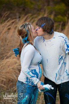 gender reveal paint photo shoot. this would be soo fun even if it wasnt a gender reveal shoot!