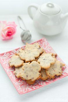 Biscotti ai petali e all'acqua di rose