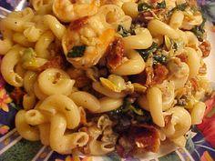 la table en fête : Tortiglioni aux crevettes, palourdes, tomates séchées, épinards et vin blanc Viviane