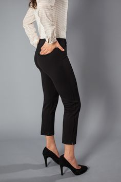 Stylish and comfortable, the Black Dress Pant Yoga Pants will change your work life forever! - very intrigued by these! Dress Yoga Pants, Black Dress Pants, Pants Outfit, Grunge, Celebrity Casual Outfits, Crop Dress, Professional Wardrobe, Work Attire, Work Outfits