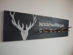 Holzgarderobe mit Munitionshülsen  und Geweihen von raumfreunde auf DaWanda.com
