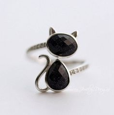 black cat ringSterling Silver cat by SusanJewelryDesigns on Etsy Cat Jewelry, Glass Jewelry, Jewelry Rings, Jewelry Design, Unique Jewelry, Jewellery, Cat Necklace, Ring Earrings, Cat Ring