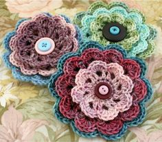 Seen a LOT of crochet flowers, but I really like these ones. Vintage-like somehow....