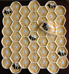 cute cute :) ....   Honey Bee Blanket Pattern and Hat  ... #inspiration_crochet #diy GB ...