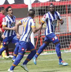Ifrán y Rabello corren para felicitar a Sissoko tras su gol alfa quí