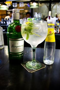El Gin Tonic Perfecto!      it has broadleaf fresh mint to which we break the stem to let its intense aroma spread in the drink; we could confess that the lemon is high-quality; and that the tonic we traditionally use is Schweppes, with the guarantee of knowing it is made since 1783.