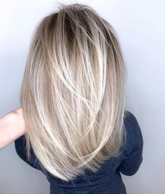 Blonde Hair Color Ideas Discover 67 Gorgeous Balayage Hair Color Ideas - Blonde ombré hair We all know styles and fashion change with time and the seasons. What worked in clothing and accessories yesterday can re-emerge into totally new. Blonde Ombre Hair, Blonde Hair Looks, Ombre Hair Color, Hair Color Balayage, Hair Highlights, Blonde Color, Blonde On Blonde, Wedding Hair Blonde, Long Blond Hair