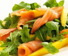 Ensaladas variadas y originales para verano: Rúcula, salmón y mango