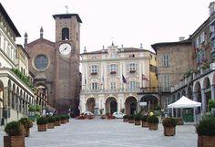 Moncalieri, centro storico    Risultato della ricerca immagini di Google per http://archivio.teatroacorte.it/2008/img/moncalieri.jpg