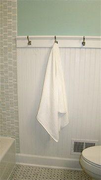 luvin' the beadboard w/hooks instead of towel racks for an ocean bath :)